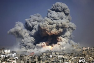 Smoke and fire from the explosion of an Israeli strike rise over Gaza City on July 29, 2014 2